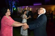 Mama y Papa dancing